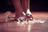 Nữ sinh viên 21 tuổi tự cắt tay 16 nhát