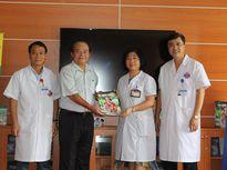Kệ sách miễn phí phục vụ bệnh nhân ung thư