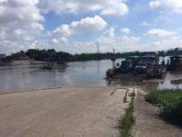 Hải Dương: Thót tim ô tô khách dốc nghiêng xuống sông khi đi phà