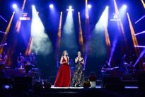 Hồng Nhung mang quà sinh nhật của Mỹ Tâm lên sân khấu