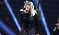 Thắng kiện vụ bị sờ vòng 3, Taylor Swift nhận bồi thường... 1 USD