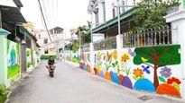 Đường làng ngập tràn sắc màu tranh bích họa ở Hà Nội
