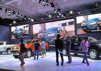 'Bão' giảm giá ô tô, khách hàng vẫn ngó lơ