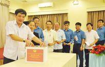 Đoàn Chủ tịch Tổng LĐLĐVN quyên góp ủng hộ đồng bào các tỉnh Tây Bắc bị thiệt hại do mưa bão