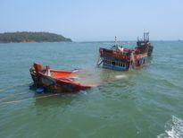 Tàu cá chở 6 thuyền viên bị đắm ở Cô Tô