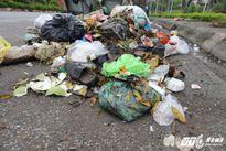 Cận cảnh thị xã ngập ngụa rác ngay giữa Hà Nội
