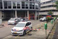 Một phụ nữ bị kề dao khống chế tại đài phát thanh Hà Lan