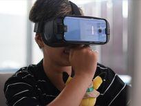 Bạn sẽ biểu cảm đáng yêu như thế khi chơi Gear VR