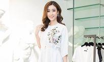 Mỹ Linh đẹp lung linh khi tranh thủ thử đồ cho Miss World 2017