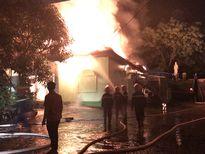 Clip quán karaoke cháy rụi, nhân viên hoảng loạn kêu cứu