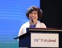 Bà Thái Hương đưa ra cam kết trước công chúng về thức uống thảo dược hoàn toàn tự nhiên TH True Herbal
