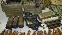 Hành khách giấu cả 'kho' vũ khí, quân trang quân dụng trong hành lý