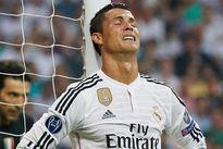 C. Ronaldo 'dính' lời nguyền vì vắng mặt trong tang lễ của bố