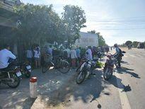 Tránh xe máy, xe container đâm thẳng vào nhà dân