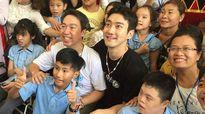 Si Won (Super Junior) giản dị khi làm tình nguyện tại Đà Nẵng