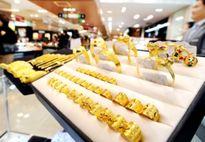 Giá vàng ngày 23/8: Tăng khoảng cách giữa 2 thị trường vàng
