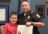 Quyết định bất ngờ của sỹ quan cảnh sát khi phát hiện cậu bé 8 tuổi bị trói tay trong thùng nước đá