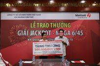 Người trúng Jackpot 20,1 tỷ đồng tặng điểm bán hàng 100 triệu đồng