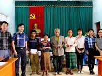 Sở GTVT Nghệ An tặng sổ tiết kiệm, cây giống cho xã nghèo