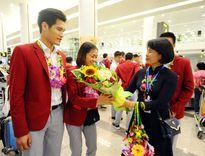 Lãnh đạo Tổng cục TDTT đón ĐT Cầu lông, Pencak Silat, Muay, Taekwondo về nước