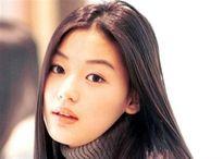 Nhan sắc không tuổi của 'Cô nàng ngổ ngáo' qua 20 năm