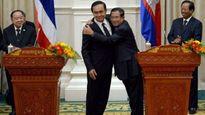 Vì sao ông Hun Sen ôm khách quá chặt?