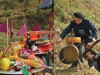 Huyền bí, linh thiêng nghi lễ đổ rượu then truyền thống của người Tày ở Bắc Giang
