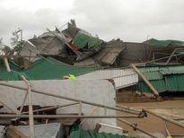Những hình ảnh đáng sợ của bão số 10 khi tràn vào Cửa Hội