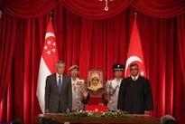 Hình ảnh nữ Tổng thống đầu tiên của Singapore tuyên thệ nhậm chức