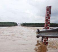 Đập tràn tại Nghệ An dâng 3,2 m, ách tắc giao thông