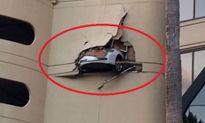 Nữ tài xế lái xe sang Lexus đâm thủng nhà cao tầng