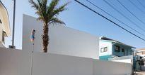 Xuất hiện ngôi nhà trắng toát 'từ trong ra ngoài', thiết kế ngược đời gây tranh cãi dữ dội
