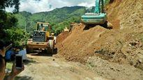 Tuyến đường độc đạo ở Yến Bái tê liệt vì sạt lở núi