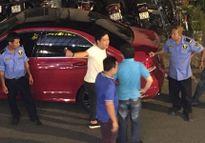 Trước vụ đấu khẩu vì va chạm, xe của Trường Giang cũng từng gặp vận đen