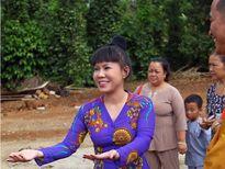 Việt Hương quyên góp tiên xây chùa tại Bình Phước