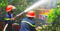 Cháy kho thuốc bảo vệ thực vật, 1.500 học sinh phải nghỉ học