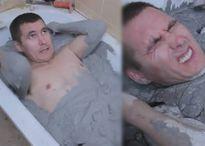 Tò mò đổ đầy xi măng lên người trong bồn tắm, người đàn ông nhận cái kết không ngờ