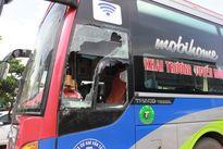 Bắt 2 kẻ đập phá xe khách, hành hung phụ xe