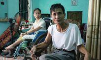 Ông bố đơn thân và 25 năm nuôi con bệnh tật