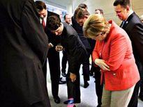 Thủ tướng Canada gây 'bão mạng' với đôi tất độc