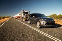 Kinh ngạc Land Rover Discovery kéo đoàn xe nặng 110 tấn