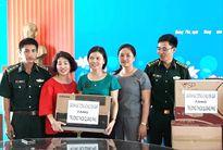 Gia đình Đại tướng Võ Nguyên Giáp tặng quà các trường học bị ảnh hưởng bởi bão số 10