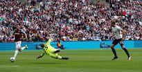 5 điểm nhấn West Ham 2-3 Tottenham: Ghế Bilic chỉ còn... 1 chân