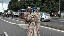 Lĩnh án tù vì nhờ 250 học sinh nâng váy cưới dài 3km