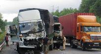 Tai nạn liên hoàn giữa 2 xe tải và container, một tài xế bị thương