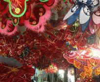 Xóm lồng đèn giấy kiếng hơn nửa thế kỷ giữa Sài Gòn