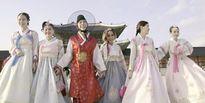 Long Nhật mặc Hanbok nắm tay Lê Giang 'du hí' Seoul