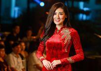 Á hậu Dương Tú Anh đấu giá áo dài dát vàng làm từ thiện