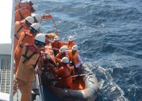 Cứu 3 ngư dân bị ngạt khí gas hầm lạnh khi đánh bắt cá