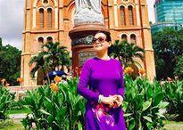 Khán giả Sài Gòn vây quanh Khánh Ly